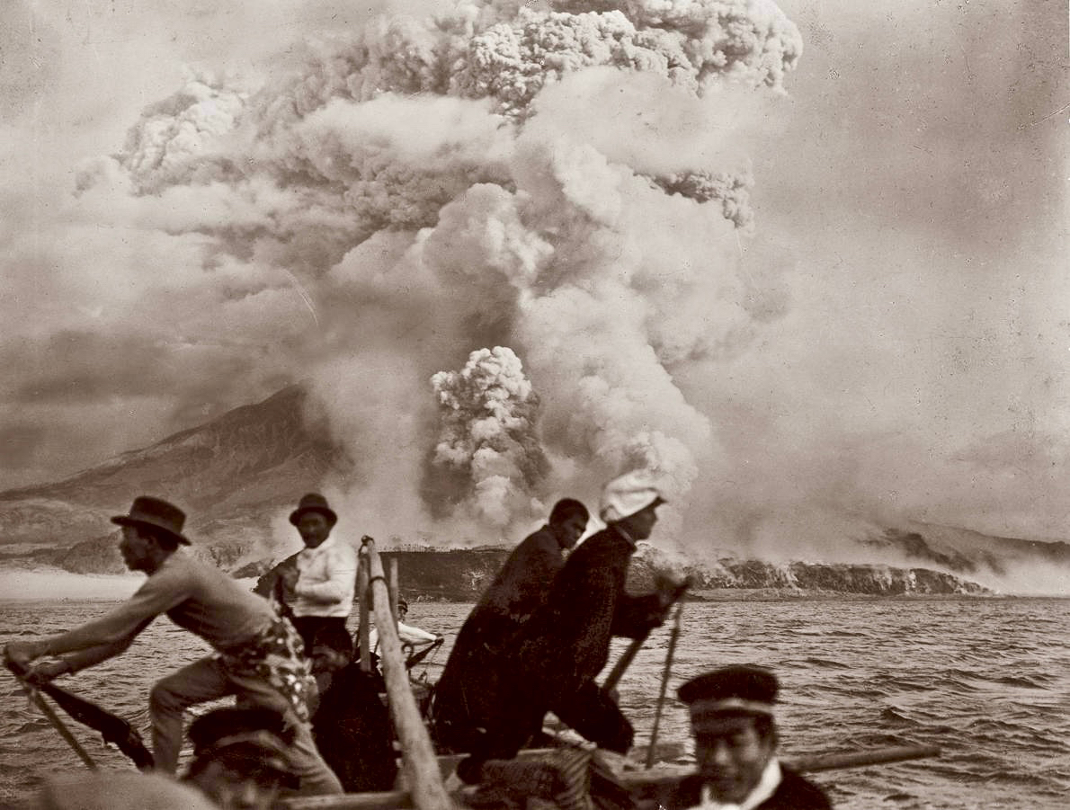 Boatsmen fleeing for the Sakurajima eruption of 1914