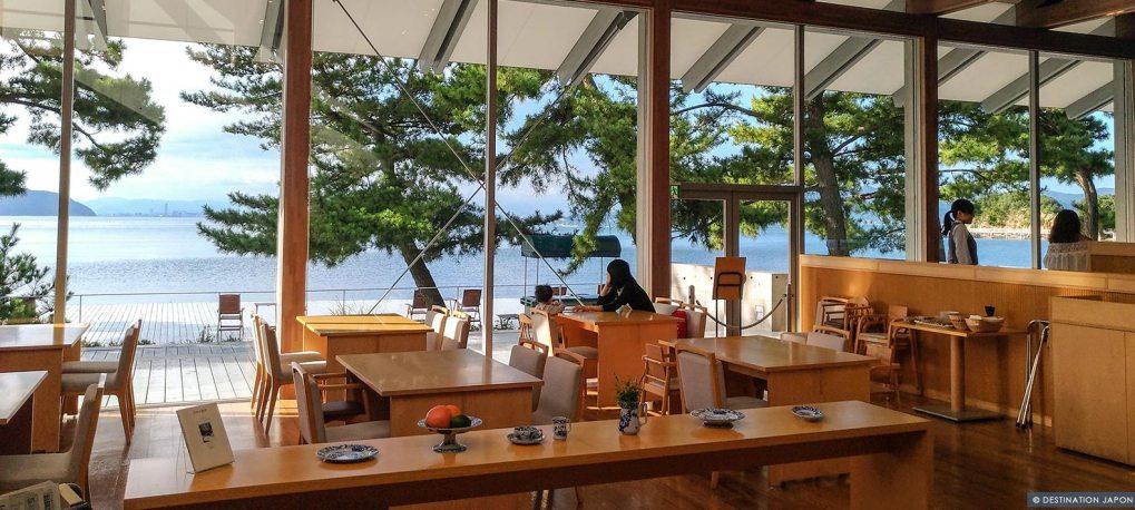 Intérieur du restaurant Benesse House de Naoshima
