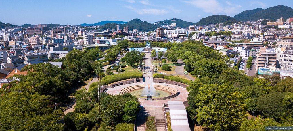 Vue sur la ville de Nagasaki avec son mémorial de la paix