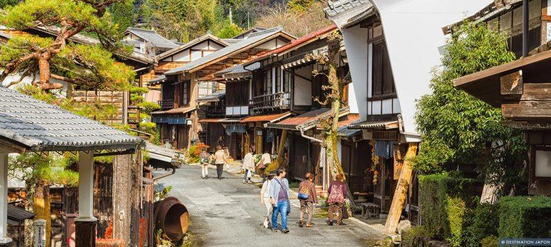 Japonais se promenant dans les rues de Nakasendo à Nagano