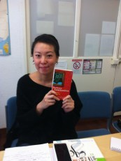 "Chia Wei a choisi un livre contemporain de Barbara Constantine intitulé ""Allumer le chat""."