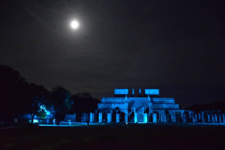exploring the ruins at the chichen itza night show