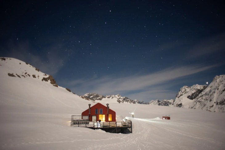 the mueller hut is one of the best places to go in the south island new zealand