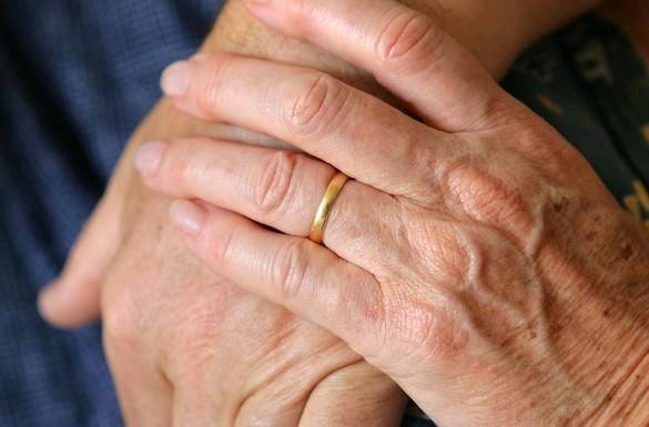 La polyarthrite rhumatoïde est caractérisée par des douleurs au niveau des articulations, des mains notamment. ©Phovoir