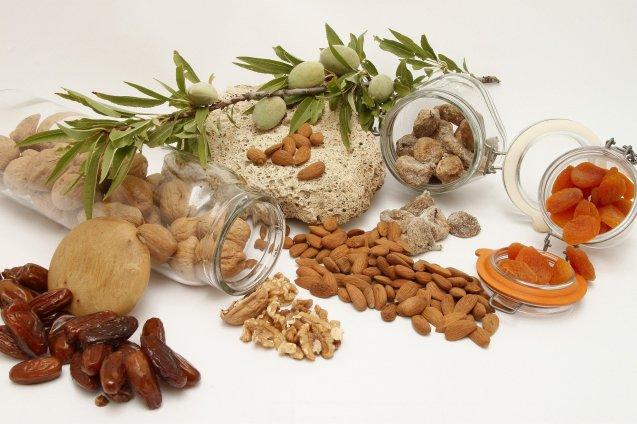 Les fruits secs: leurs bienfaits pour le corps et le cerveau