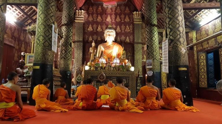 Prière du soir des moines