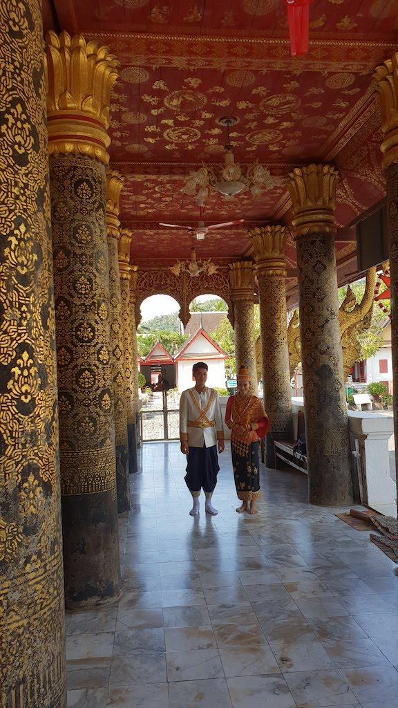 temple Luang Prabang Jeunes mariés au Wat Mai