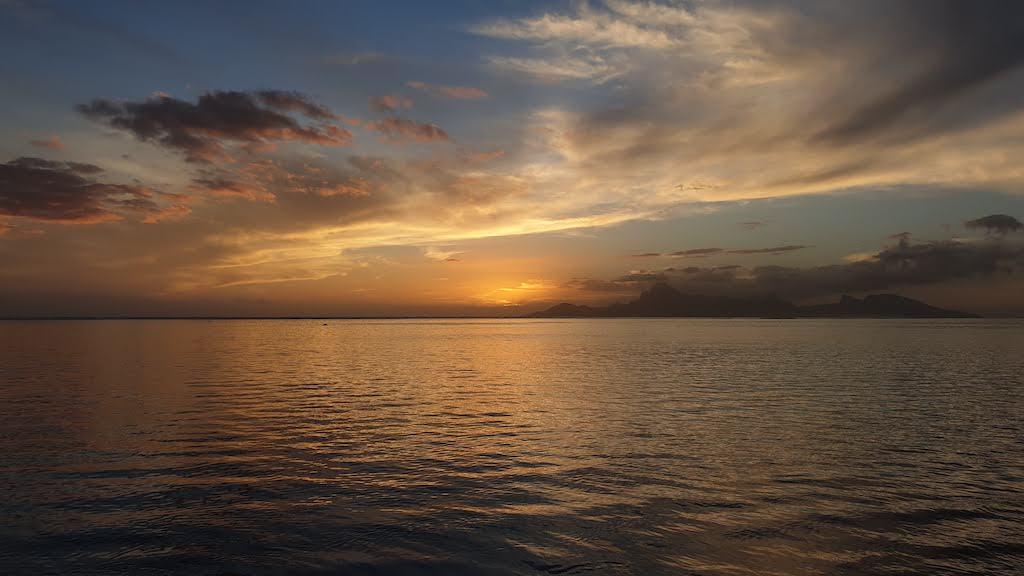 Coucher du soleil à la plage publique Vaiava Tahiti