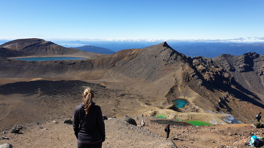 Tongariro Alpine Crossing blue lake emerald lakes