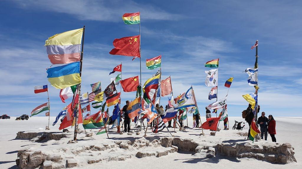drapeaux pays excursion salar Uyuni