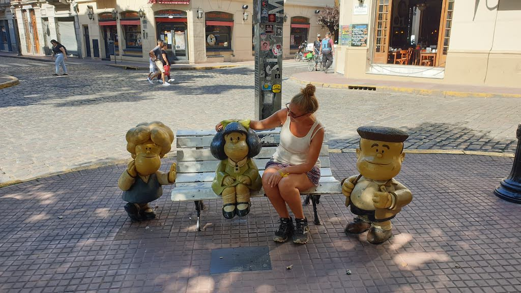 Mafalda sur son banc