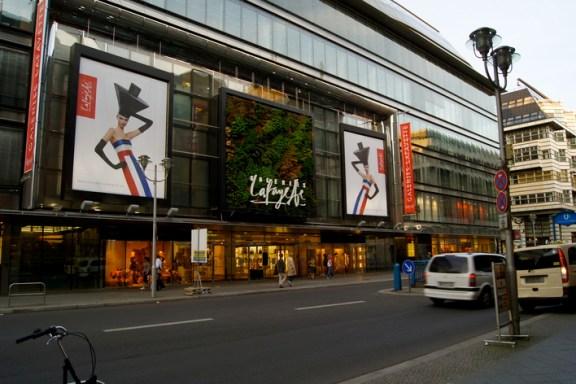 6aeeca39000f59 Compras em Berlim  quais são as principais lojas de departamento de ...
