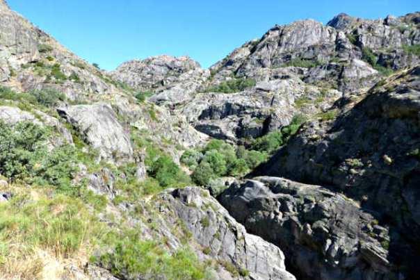 Paisaje de las morrenas que caracterizan el cañón del Tera - Imagen de Viaje con Pablo