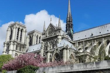 Notre Dame vista do Rio Sena