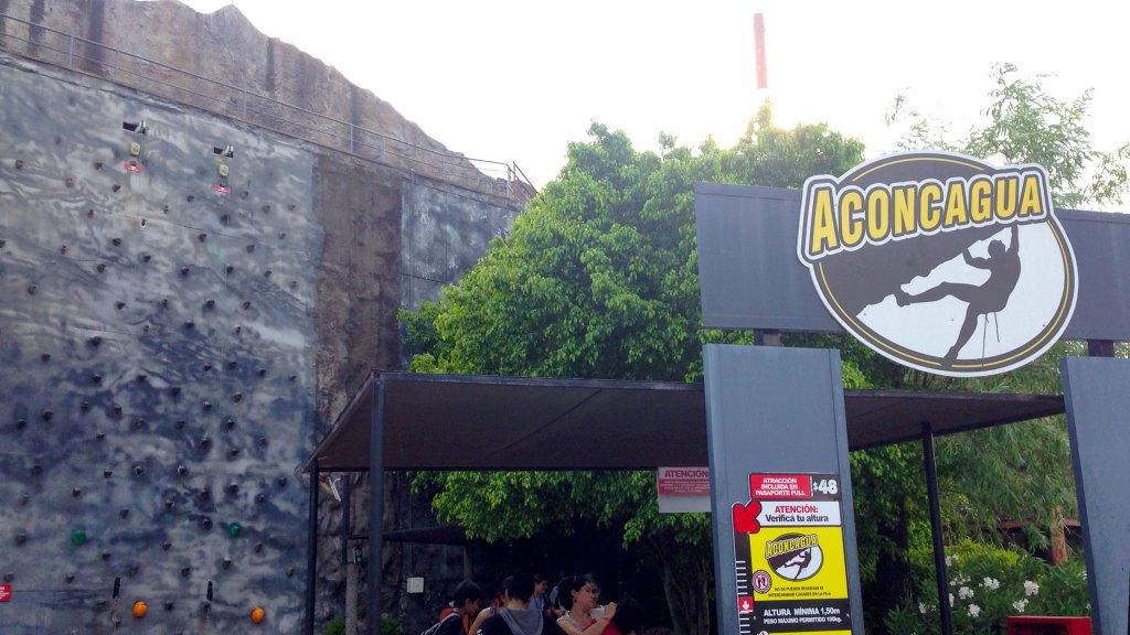 Aconcagua, el muro escalable en el Parque de la Costa