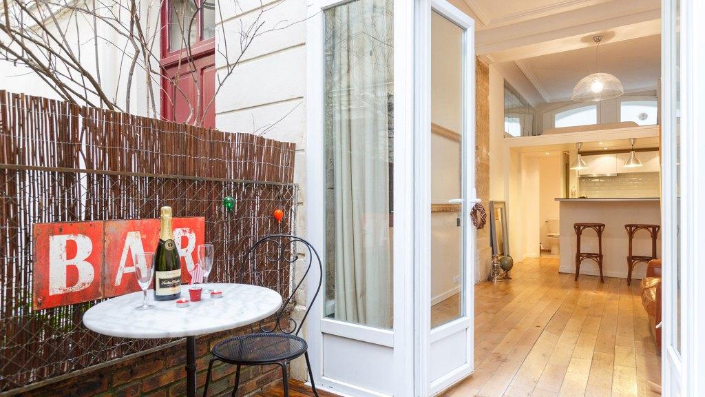 Apartamento con terraza en París, Francia disponible en Airbnb