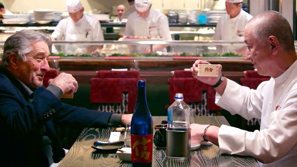 Robert De Niro y Nobu Matsuhisa cenan sushi en Nobu New York