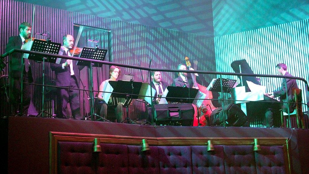 La orquesta en vivo de Madero Tango