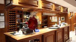 Lobby Bar con tocadiscos