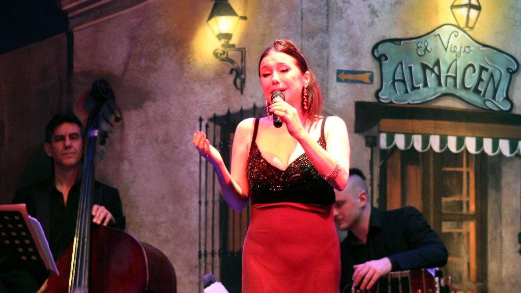 La cantante de tango Roxana Fontán