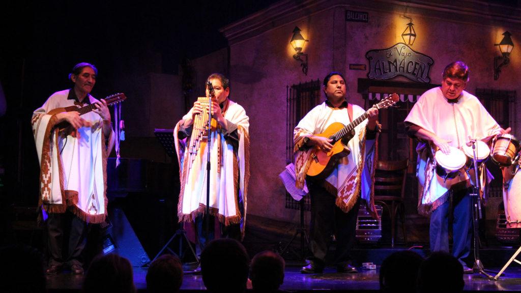 Grupo Los Lamas de música folklórica andina