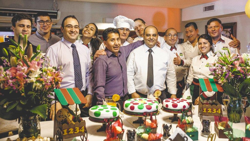 Empleados de Santa Fe 1234 durante la celebración del 60 Aniversario del restaurante