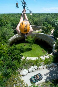 Tirolesa o zip line en Xplor