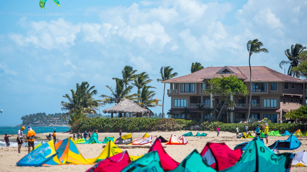 República Dominicana, destino conocidos por playas como Cabarete, ofrece seguro gratuito de viaje ante el COVID-19 a quienes se hospeden en sus hoteles | Dominican Republic, known for beaches like Cabarete, will offer free travel insurance for COVID-19 related issues to travelers staying at their hotels
