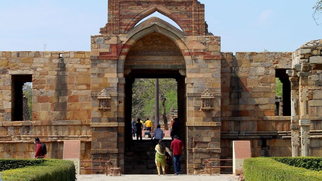 Quwwat-ul Islam Entrada | Entrance