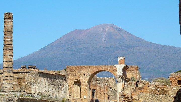 El monte Vesubio desde las ruinas de Pompeya | Mout Vesuvius from the ruins of Pompeii