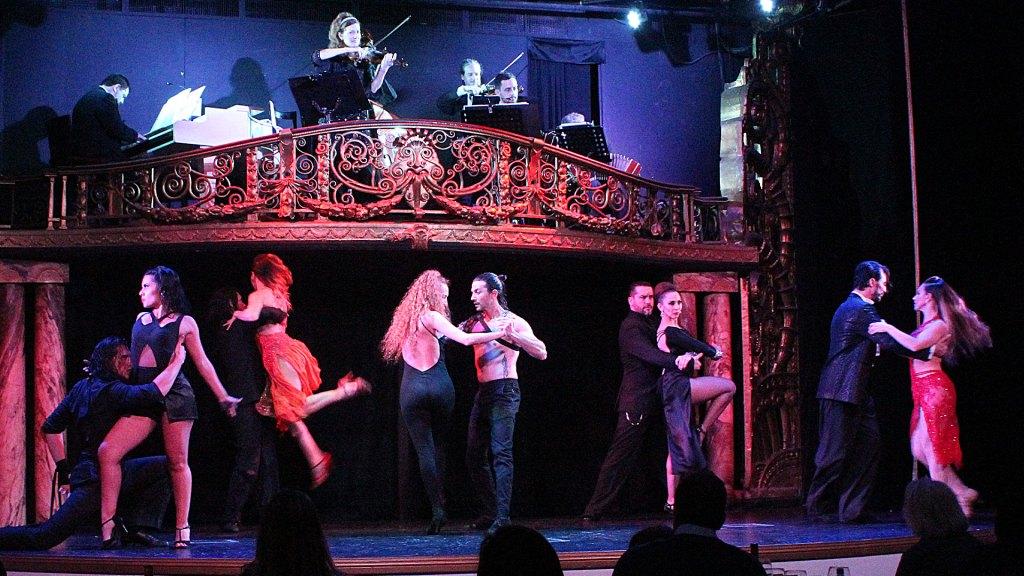 Baile final del show en Palacio Tango