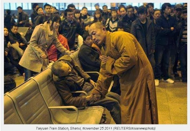 A-monk-prays-for-a-dead-man-in-the-station-hall-of-the-Shanxi-Taiyuan-Train-Station-China