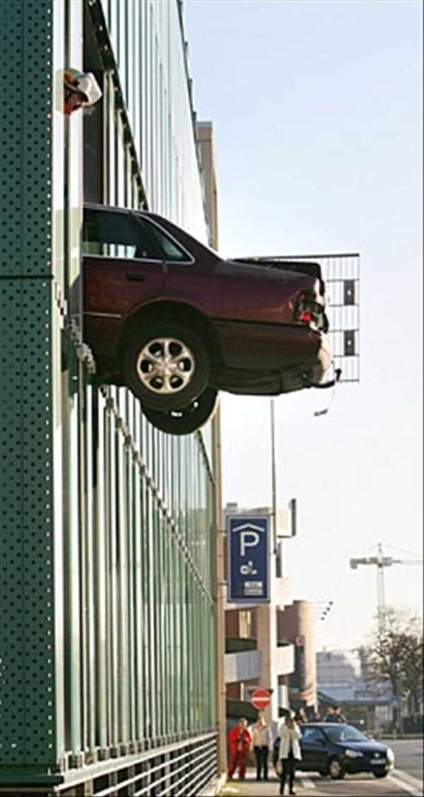 cars-in-bizarre-situations-16