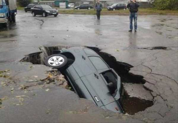 cars-in-bizarre-situations-6