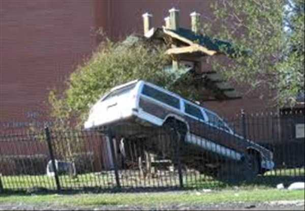 cars-in-bizarre-situations-9