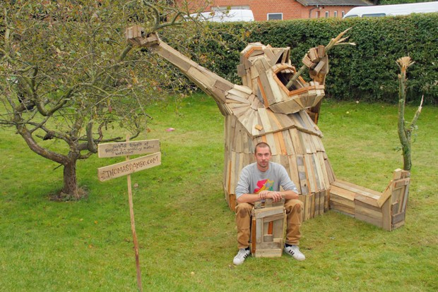 I-create-giant-sculptures-from-scrap-wood-1__880