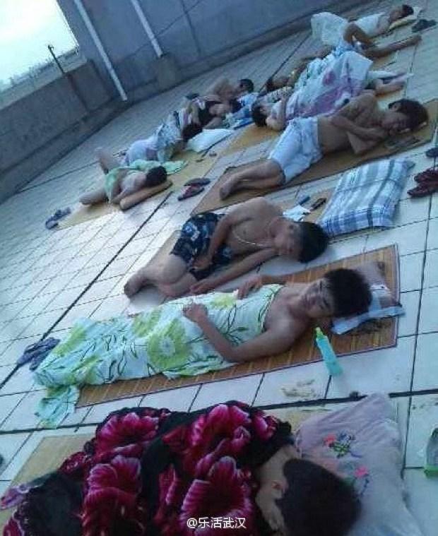 durmiendo-tejado-universidad