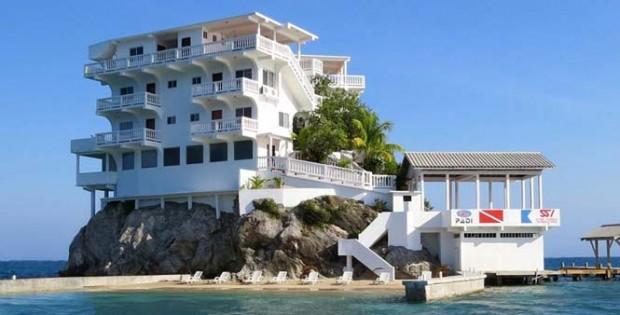 villa-on-dunbar-rock-13