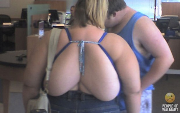 people-of-walmart-back-boobs