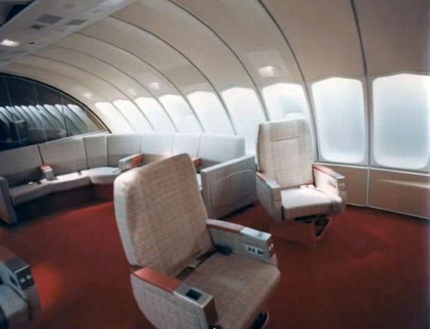Στο-εσωτερικό-ενός-αεροπλάνου-το-1970-08