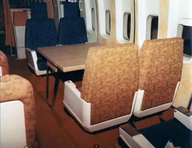 Στο-εσωτερικό-ενός-αεροπλάνου-το-1970-10