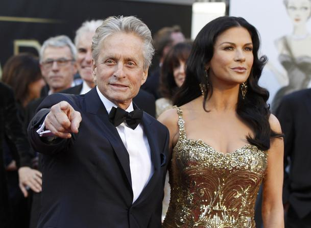 Catherine Zeta Jones and Michael Douglas arrive at the 85th Academy Awards in Hollywood, California February 24, 2013.  REUTERS/Adrees Latif  (UNITED STATES TAGS:ENTERTAINMENT) (OSCARS-ARRIVALS)