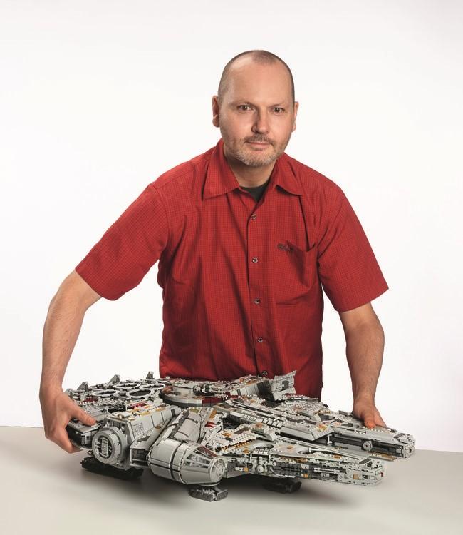 LEGO 75192 Millennium Falcon UCS first look