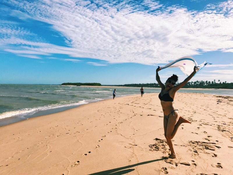 cuidados-com-os-cachos-na-praia