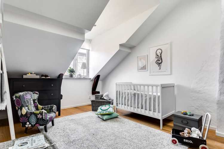 attic-room-with-a-fireplace-in-stockholm-17