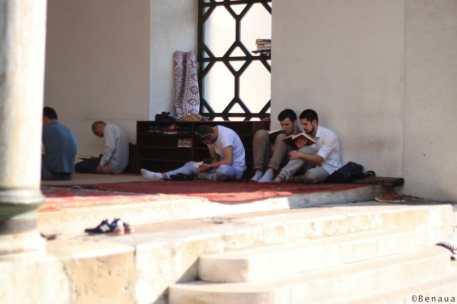 Photo prise pendant la prière dans la mosquée centrale de Sarajevo