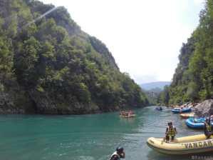 Photo de la rivière Tara au Montenegro - groupe de rafters
