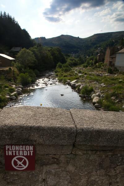 Chemin de Stevenson - Vue du Pont - Interdit de Plonger