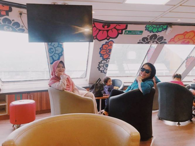 Bagian Depan Kapal Ferry