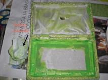 Estampar pintura acrílica i difuminar con una toallita